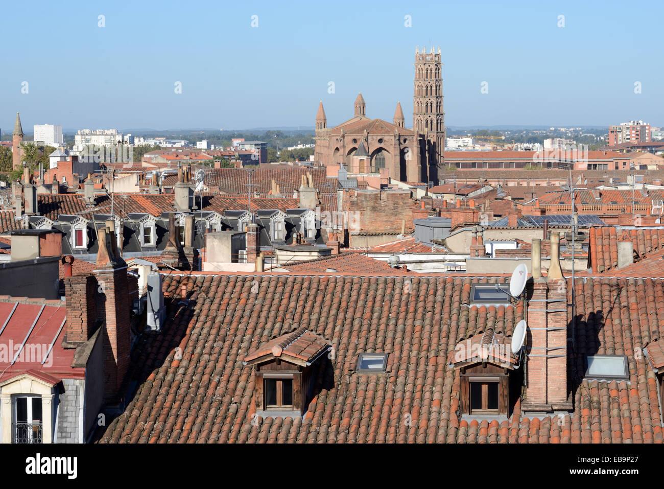 Stadtbild bzw. Panoramablick über die Dächer & Kirche der Jakobiner oder Jakobiner Kirche oder Kloster Stockbild