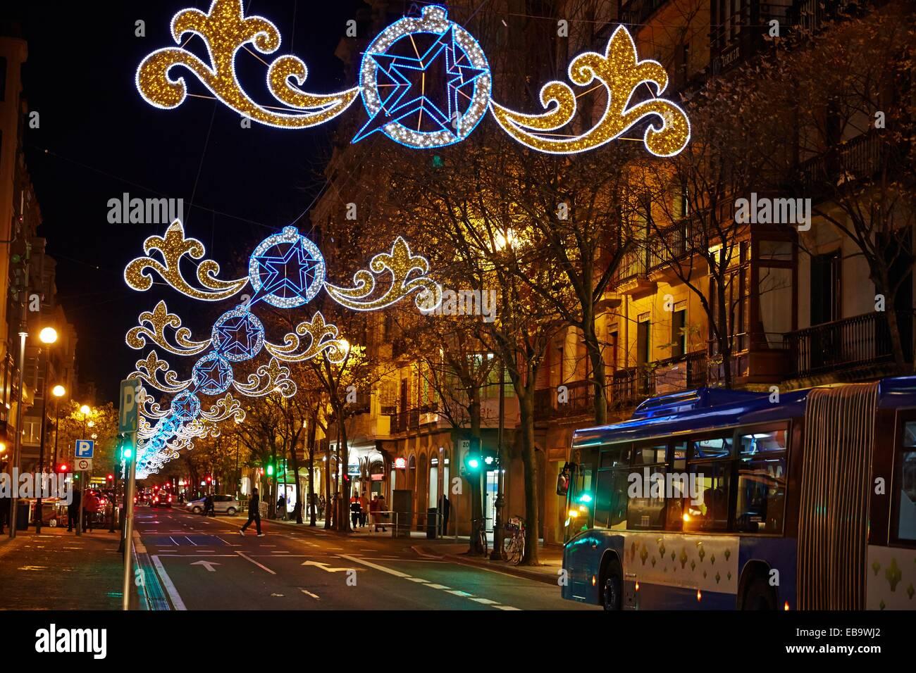 stra enbeleuchtung mit weihnachten urbieta stra e san sebastian donostia gipuzkoa baskischen. Black Bedroom Furniture Sets. Home Design Ideas