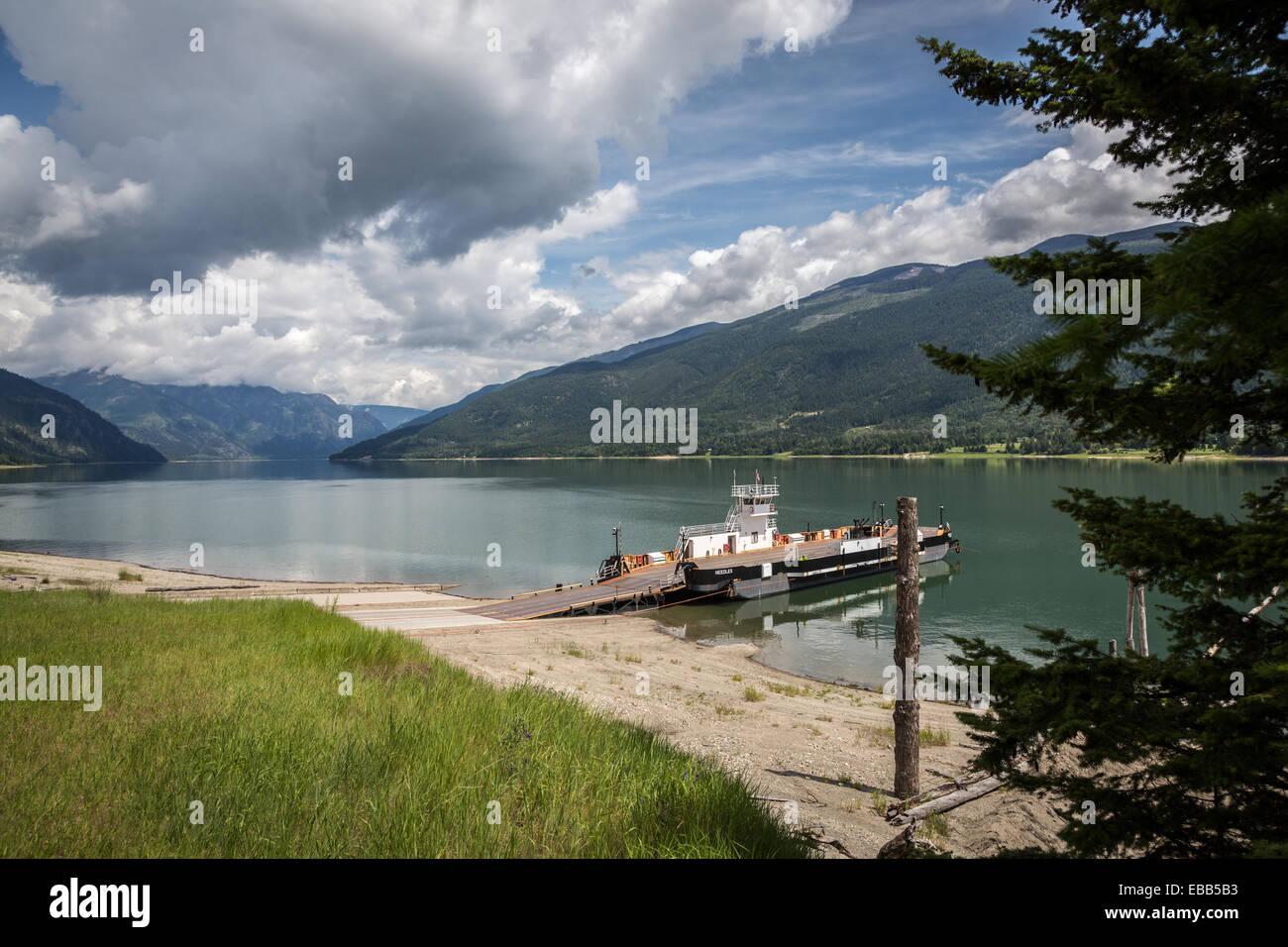 Überfahrt am Fauquier Nadeln auf der Upper Arrow Lake, British Columbia, Kanada, Nordamerika. Stockfoto