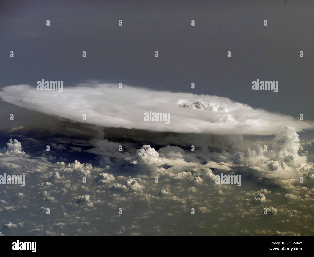 Hoch über den afrikanischen Kontinent, große, Dichte Gewitterwolken, Bedeutung ´column Rain´ Stockbild