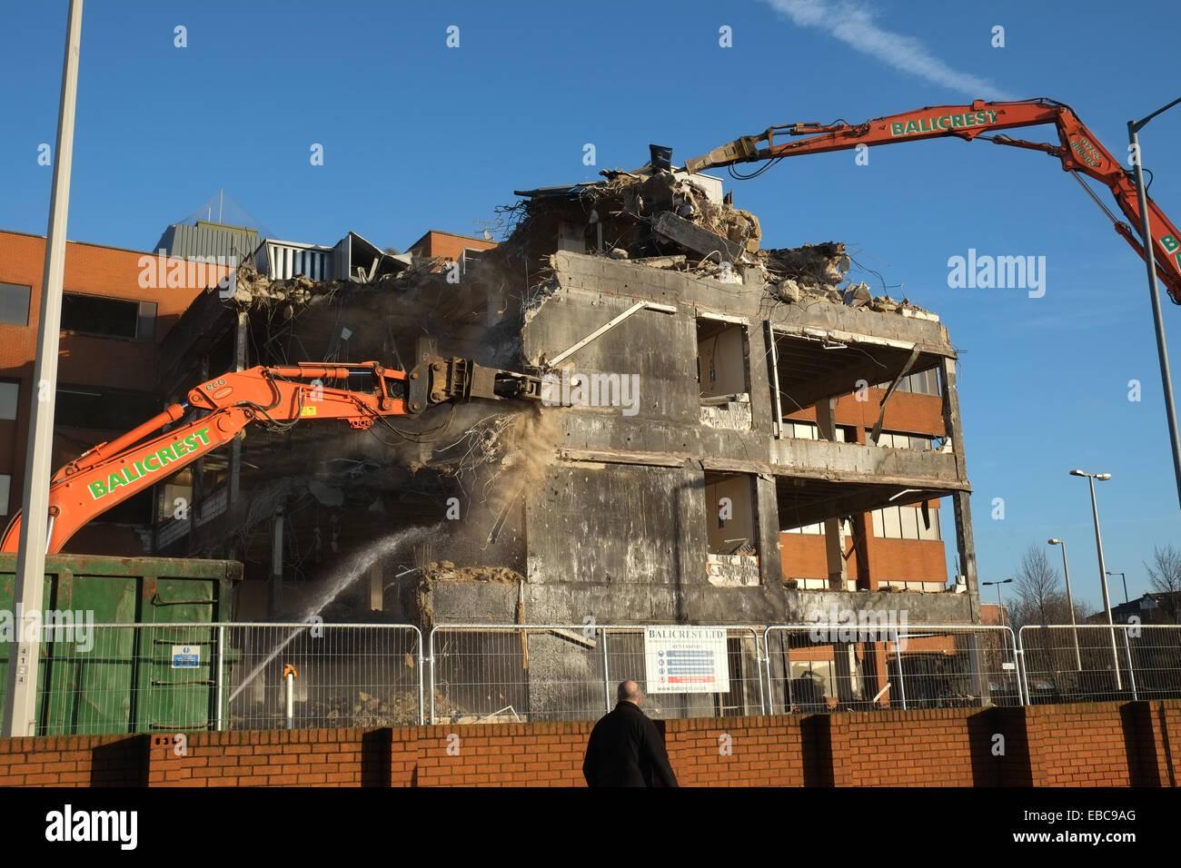 Gut gemocht Abriss - Maschinen abreißen eines Gebäudes in der Nähe von JB69