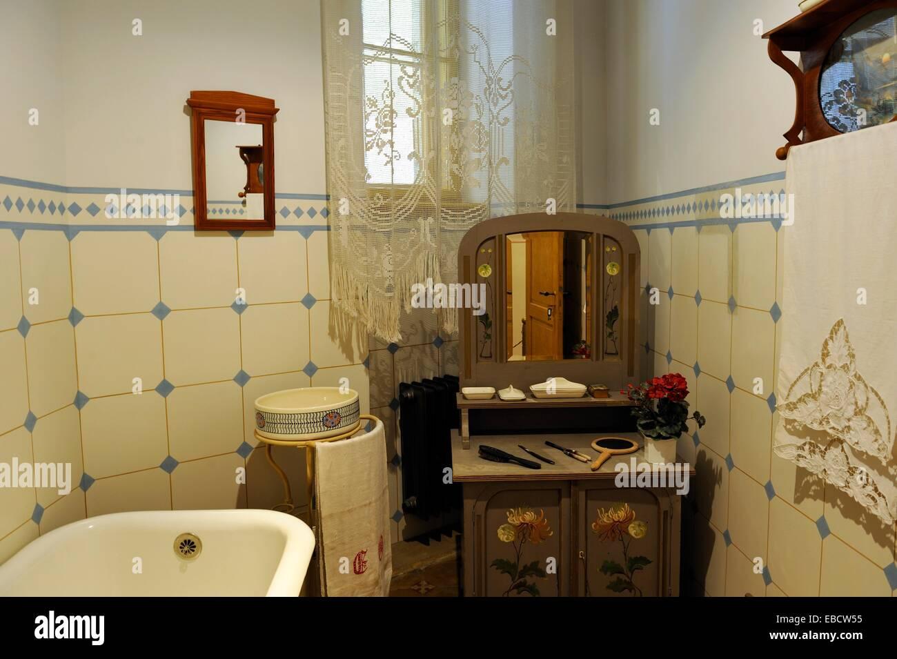 Art Nouveau Toilette Stockfotos Art Nouveau Toilette Bilder Alamy