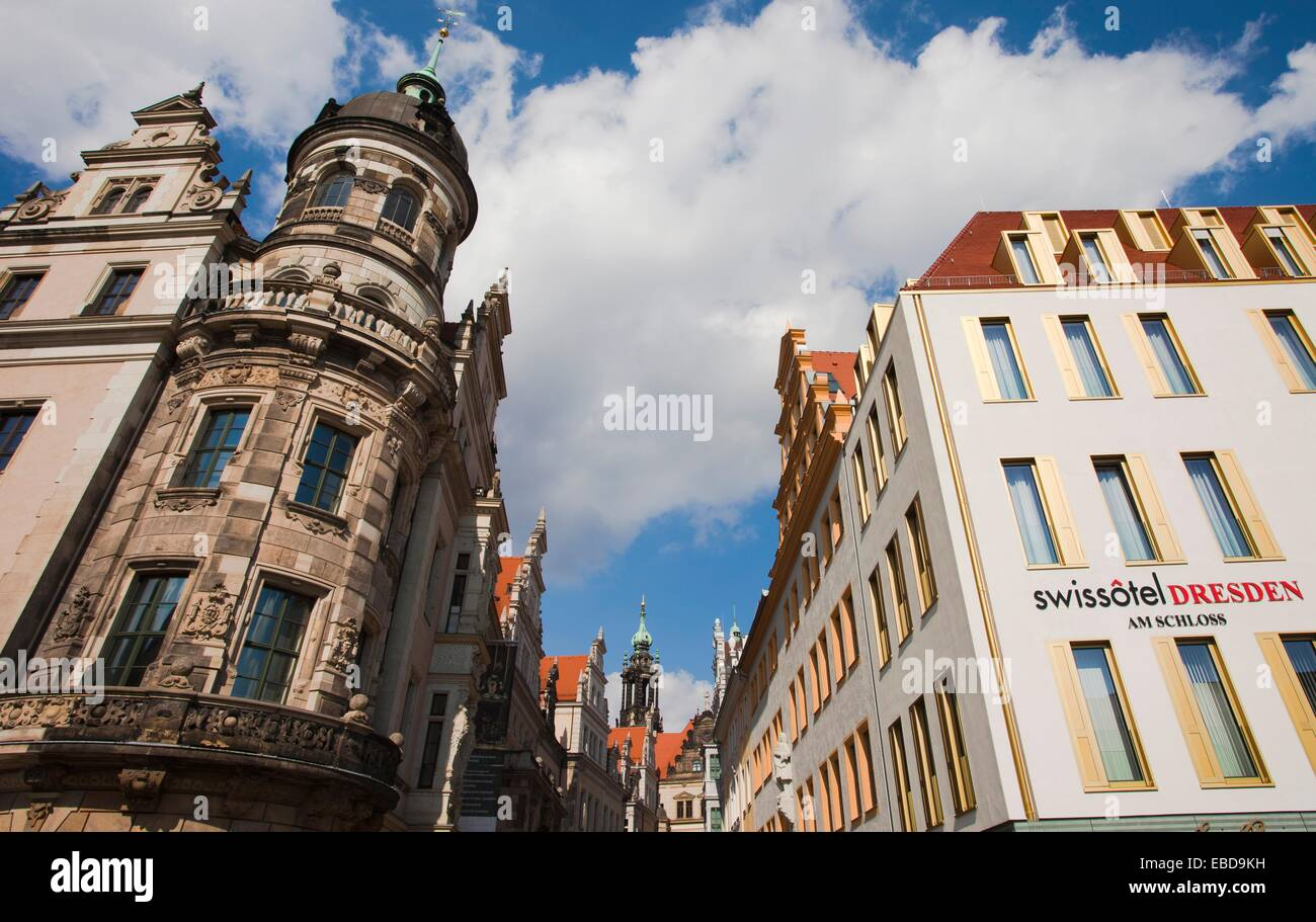 Bei Links Gebäude An Der Ecke Taschenberg Und Schloßstraße Street