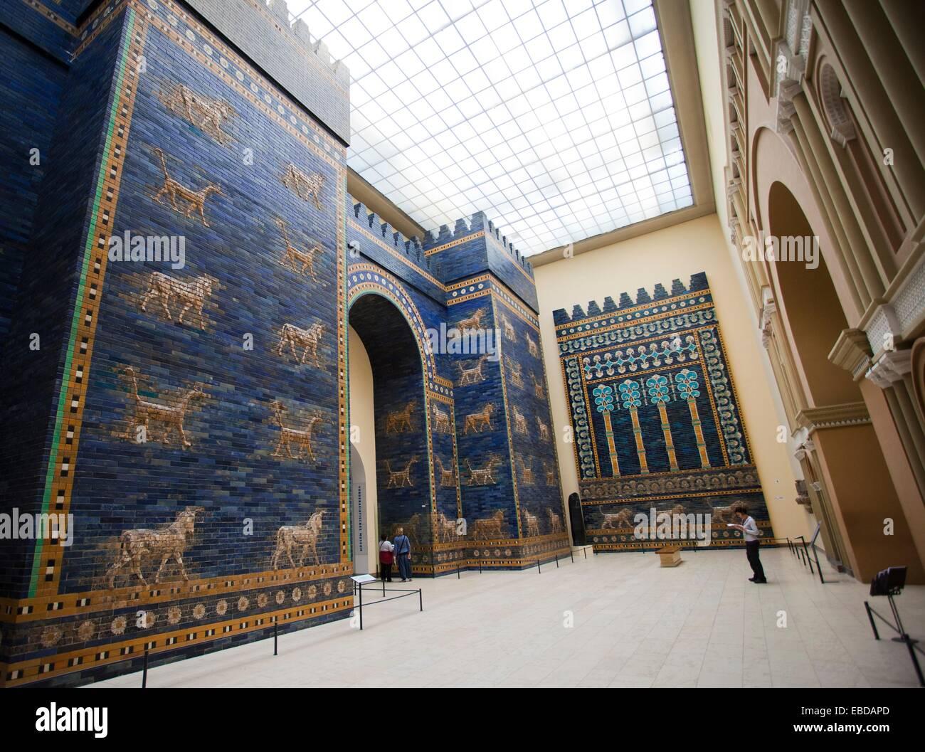 Ischtar Tor Von Babylon Pergamonmuseum Museumsinsel Berlin Deutschland Europa Stockfotografie Alamy