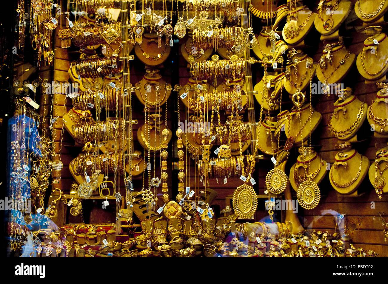 Kaufen Sie Schmuck auf dem Markt Khan el Khalili in Kairo