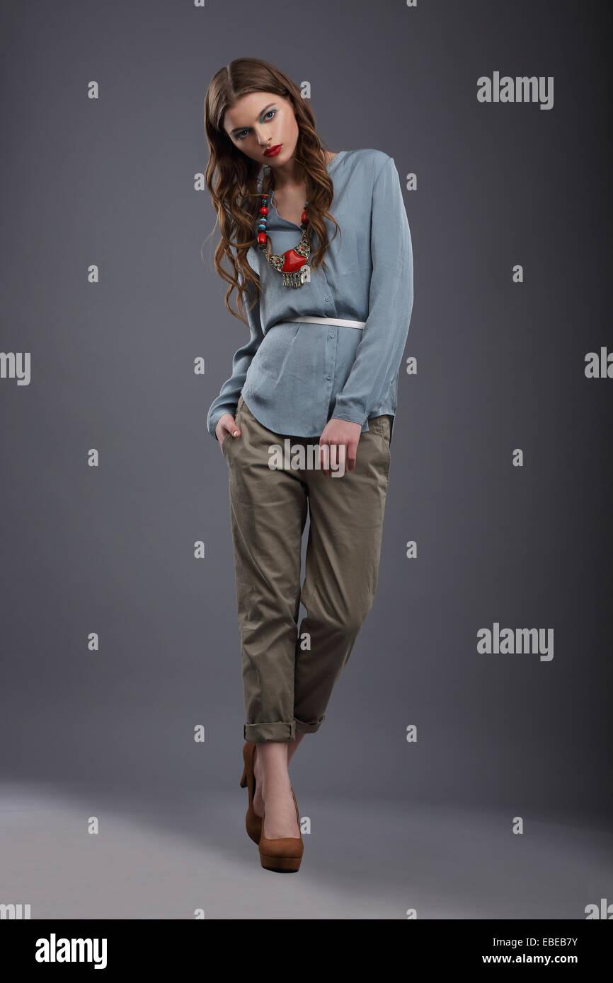 Mode Modell In Leather Pants Stockbild Bild von hose