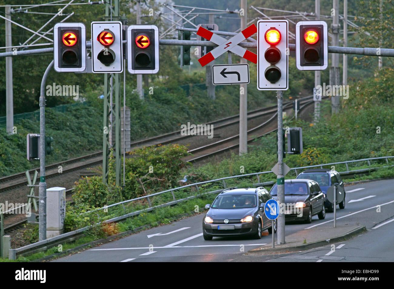 Verkehrszeichen für Straßen- und Schienennetz, Deutschland Stockbild