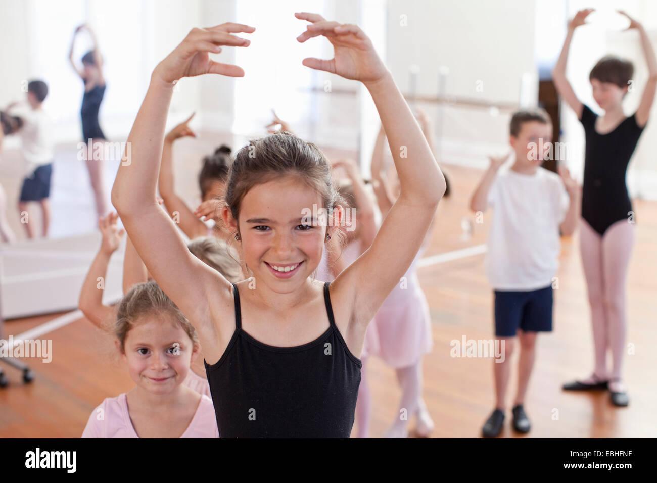 Porträt von Mädchen Ballett in der Ballettschule Stockbild