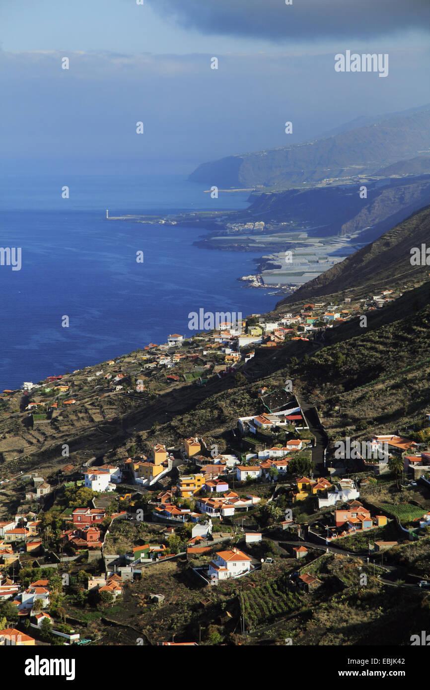 Blick vom Kraterrand im Norden entlang der Westküste, Kanarische Inseln, La Palma, Vulkan San Antonio Stockbild