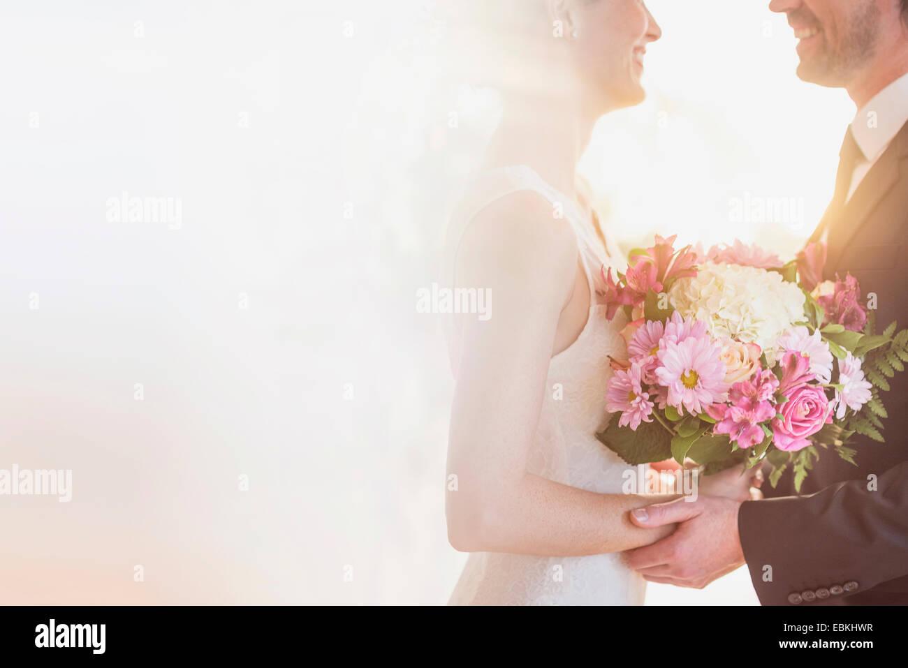 Braut und Bräutigam ihre Hochzeit feiern Stockbild