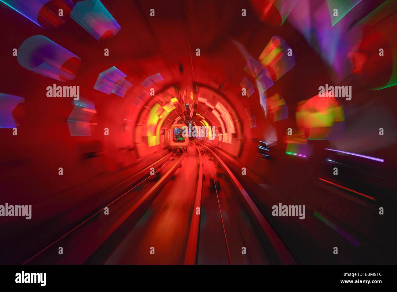 Bewegungsunschärfe im Shanghai Sightseeing Tunnel. Stockbild
