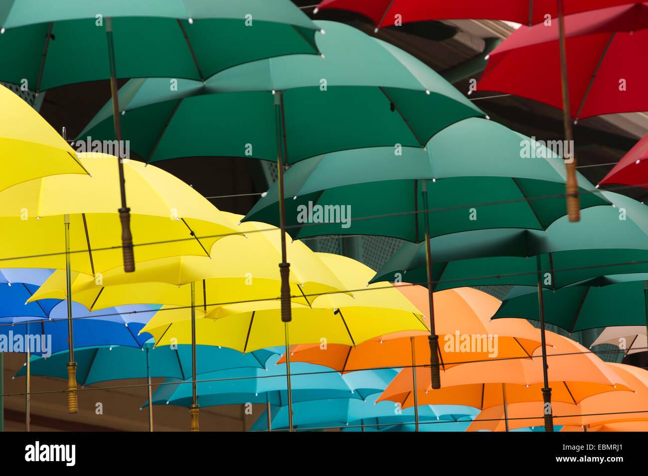 Mauritius, Port Louis, Caudon Wasser, bunte Beschattung Schirme installation Stockbild