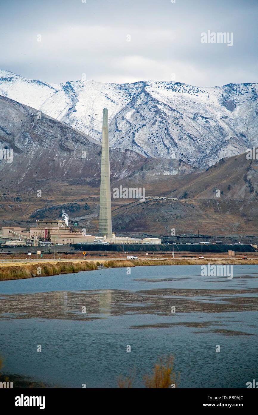 Salt Lake City, Utah - Schornstein für Rio Tinto Kennecott Kupferhütte. Stockbild