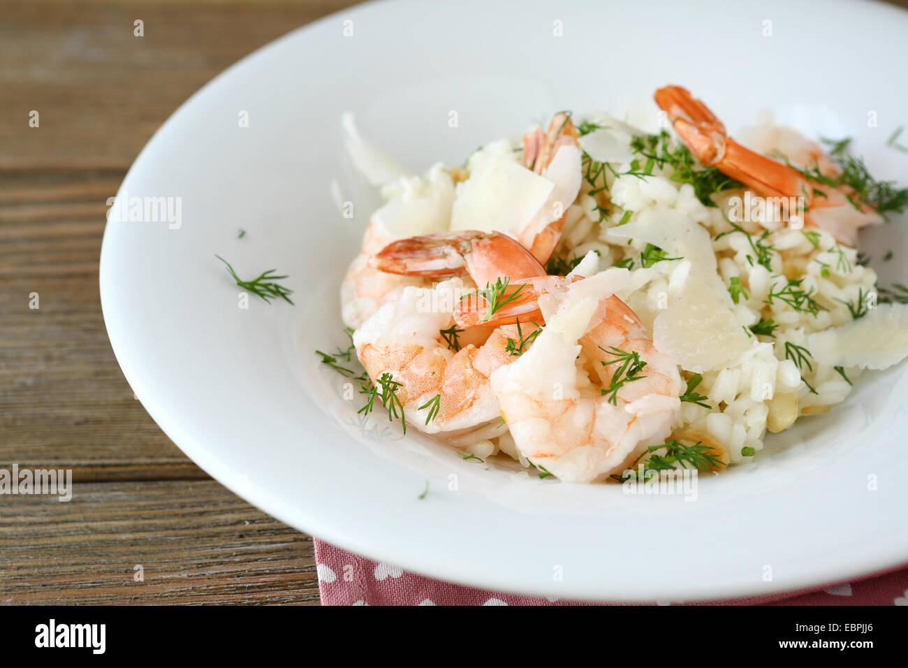 Reis mit Garnelen und Dill, Essen Nahaufnahme Stockbild