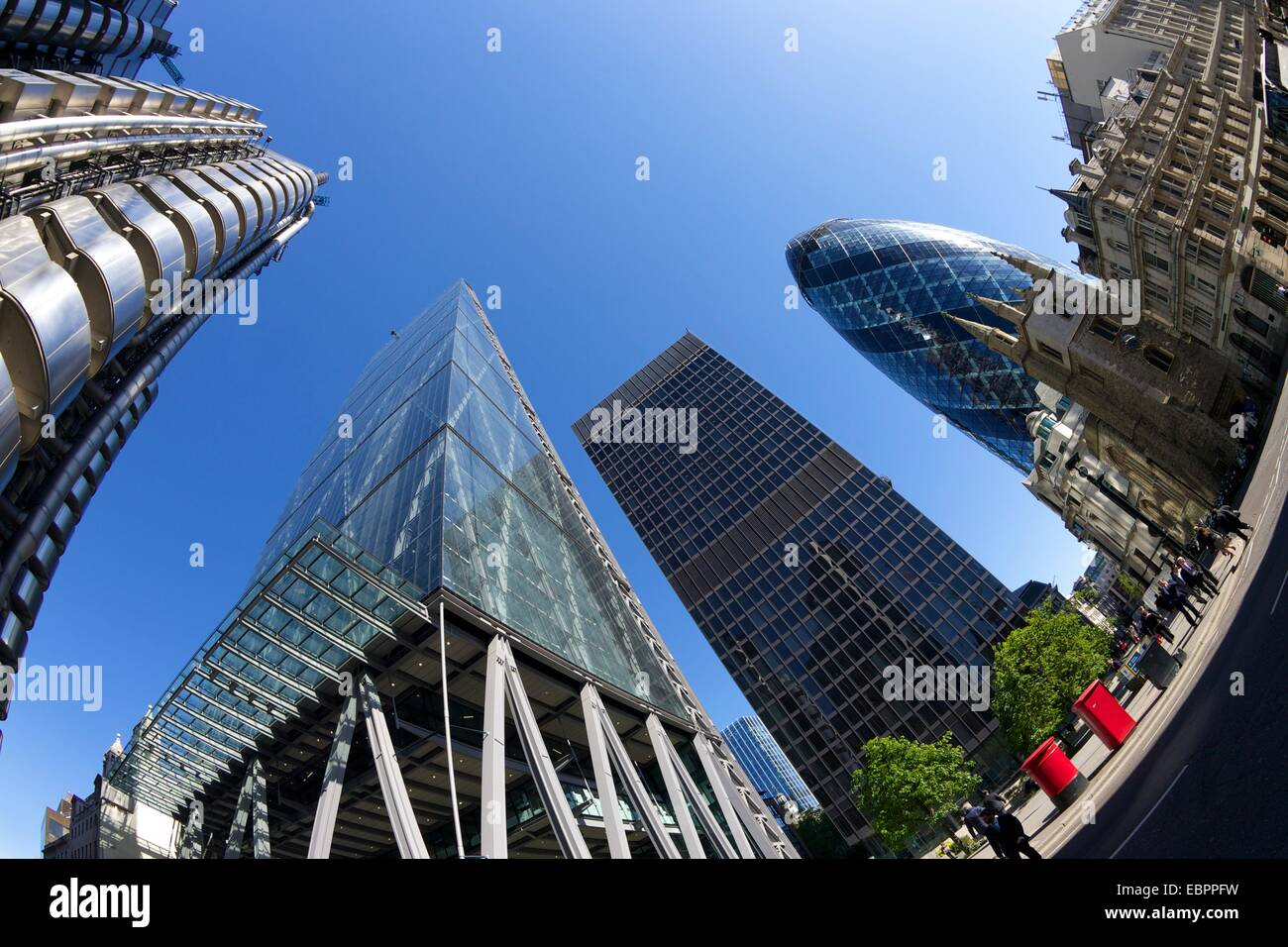 Der Londoner Bankenviertel mit Gurke, Lloyds building, Käsereibe und NatWest Tower, England, Vereinigtes Königreich Stockbild