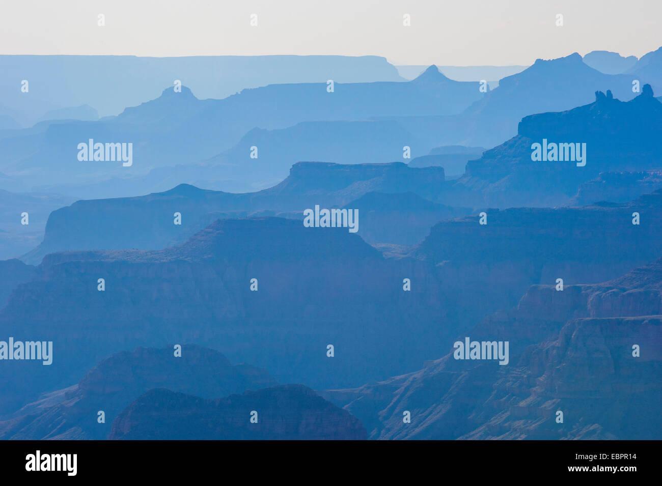 Hintergrundbeleuchtung der Klippen von Grand Canyon, zum UNESCO-Weltkulturerbe, Arizona, Vereinigte Staaten von Stockbild