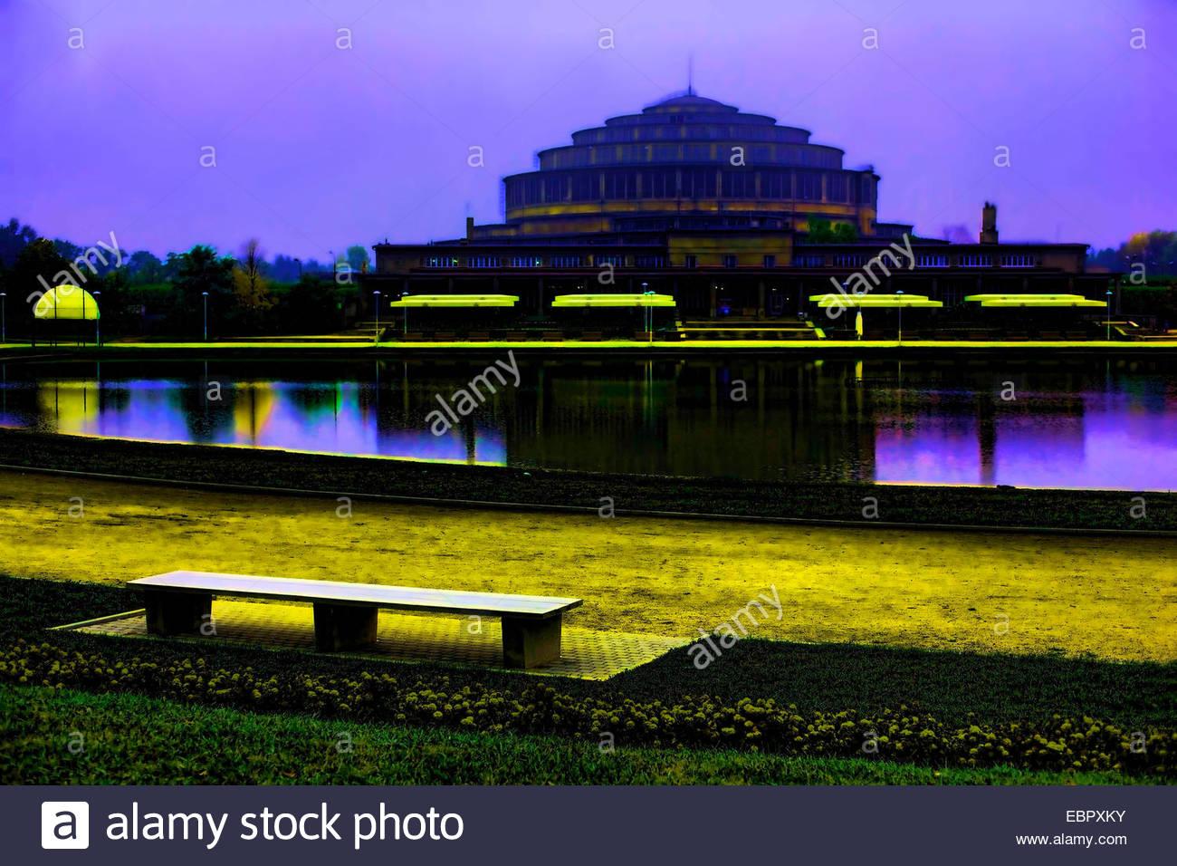 Jahrhunderthalle, Wroclaw, Polen Architekt Max Berg - 2004 (bevor neue Brunnen installiert hatte) Stockbild