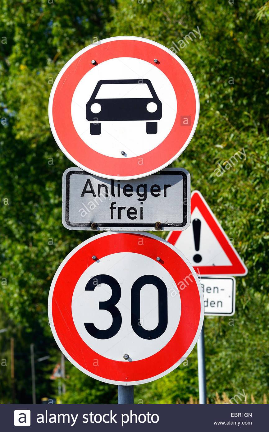 Wald von Verkehrszeichen, Deutschland Stockbild