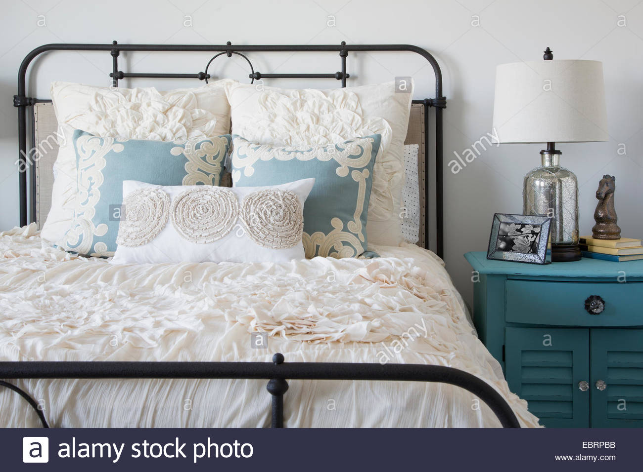 elegante schlafzimmer stockfoto bild 76125151 alamy. Black Bedroom Furniture Sets. Home Design Ideas