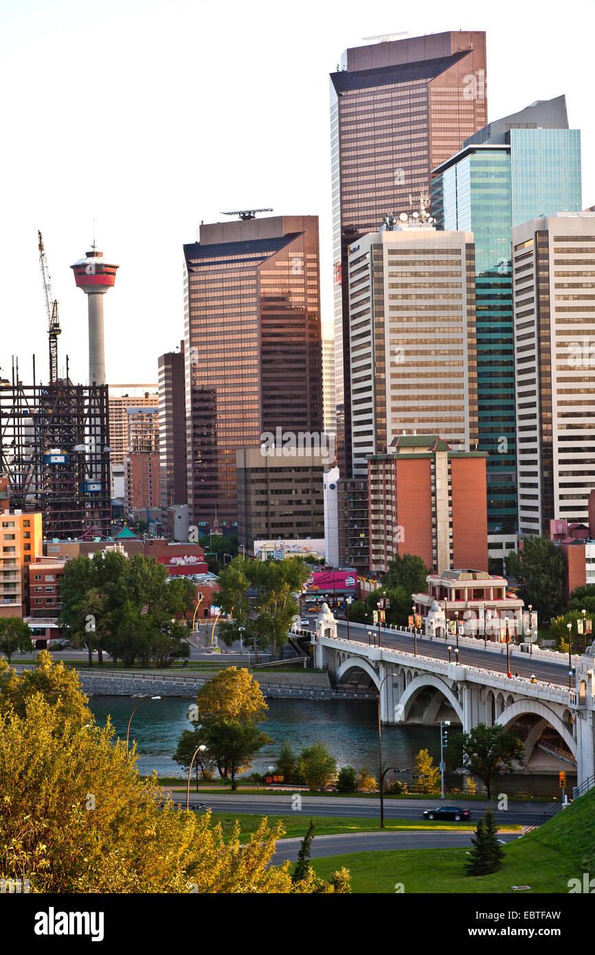 Geschäft Wolkenkratzer und Calgary Tower, Alberta, Kanada, Calgary Stockbild