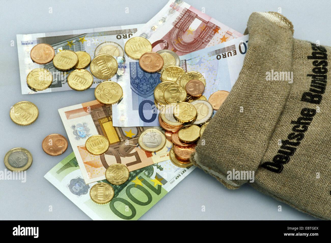 Euro Scheine Und Münzen Mit Einem Geldsack Deutschland Stockfoto