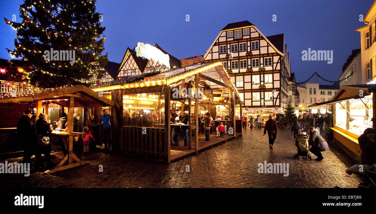 Soest Weihnachtsmarkt.Menschen Auf Dem Weihnachtsmarkt In Der Alten Stadt Soest