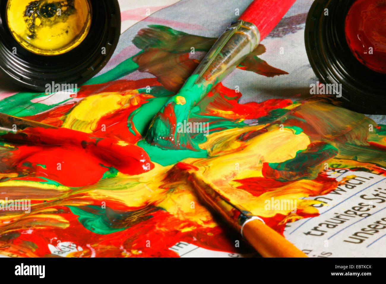 Lack und Farbe werden mit Farben gemischt. Stockbild
