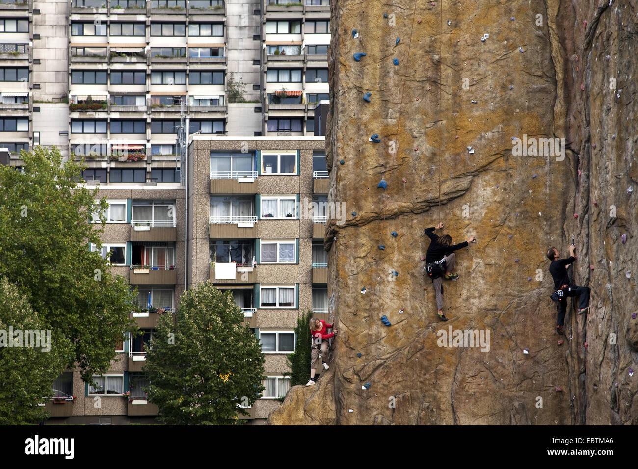 Kletterausrüstung Dortmund : Kletterer auf eine künstliche klettern turm in dortmund dorstfeld