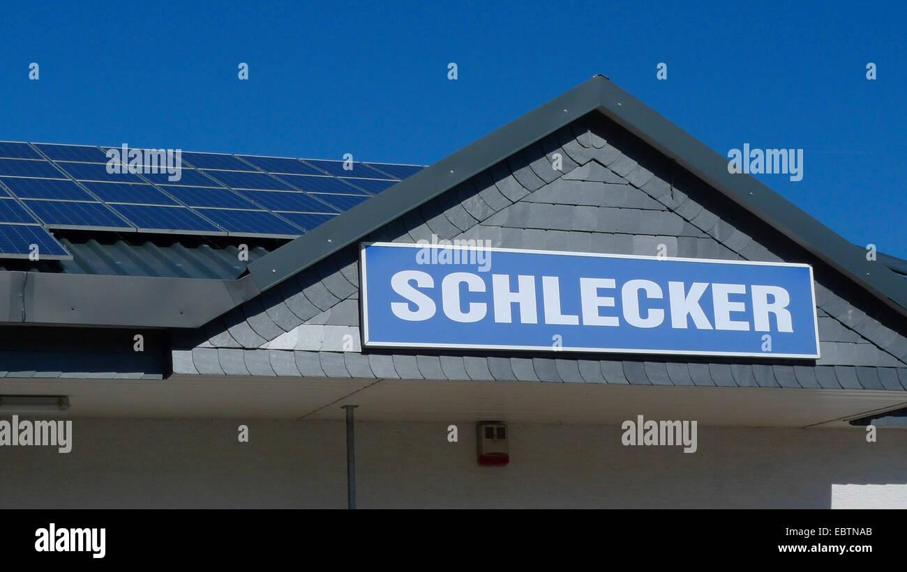 Schild über dem Eingang einer Filiale der Drogerie-Kette, Deutschland Stockbild