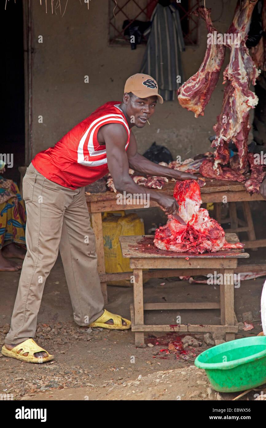 Metzger bei der Arbeit, mangelnde Hygiene, Burundi, Cankuzo, Cankuzo Stockbild