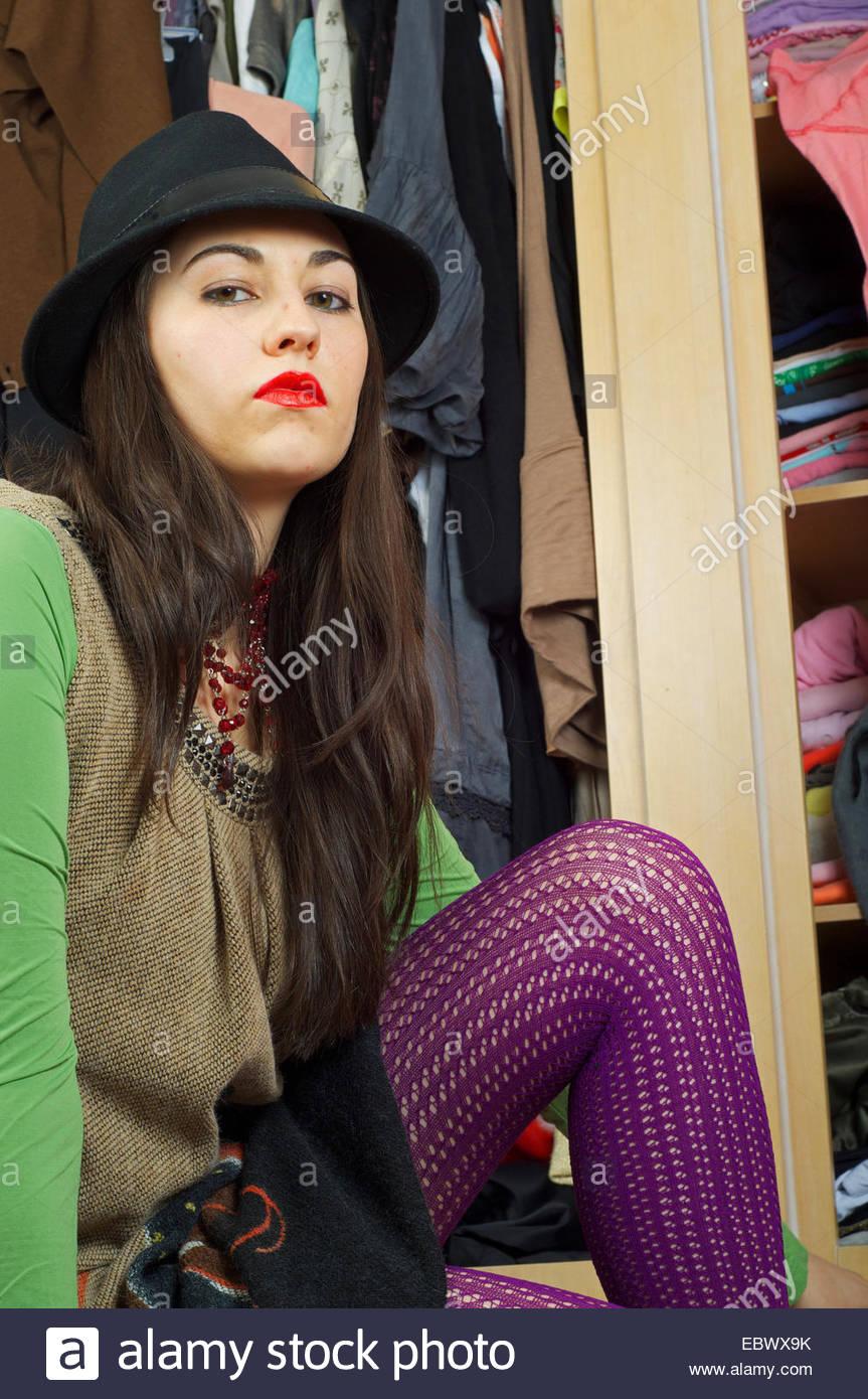 Pantyhoses stockfotos pantyhoses bilder alamy for Garderobe junge