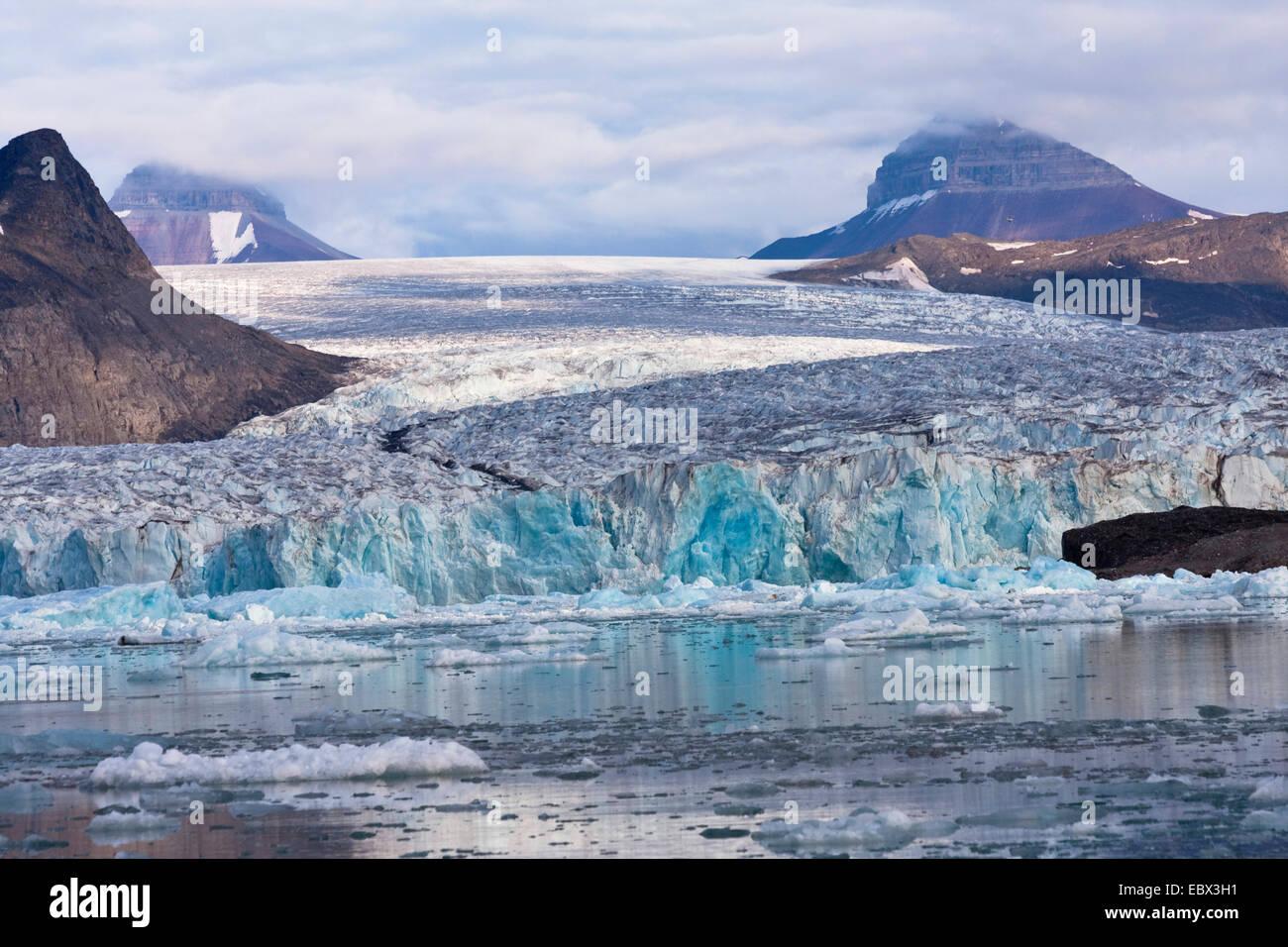 Kongsbreen Gletscher mit Azur Krempe, Norwegen, Spitzbergen, Kongsfjorden Stockbild