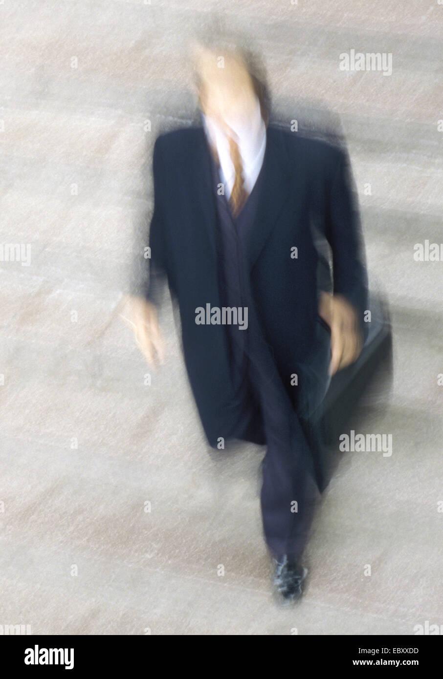 Mann zu Fuß, bewegte Unschärfe Stockbild