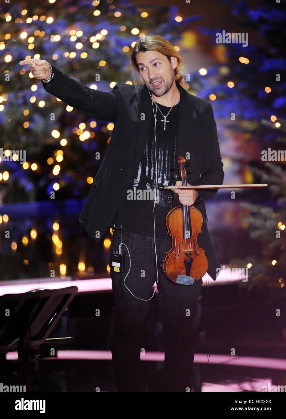 Geiger David Garrett führt während der Charity Gala Weihnachts-Show ...