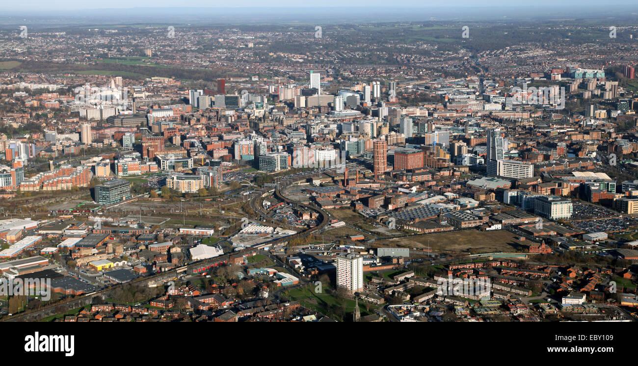 Aerial Panoramablick auf die Skyline der Stadt Leeds in West Yorkshire, Großbritannien Stockbild