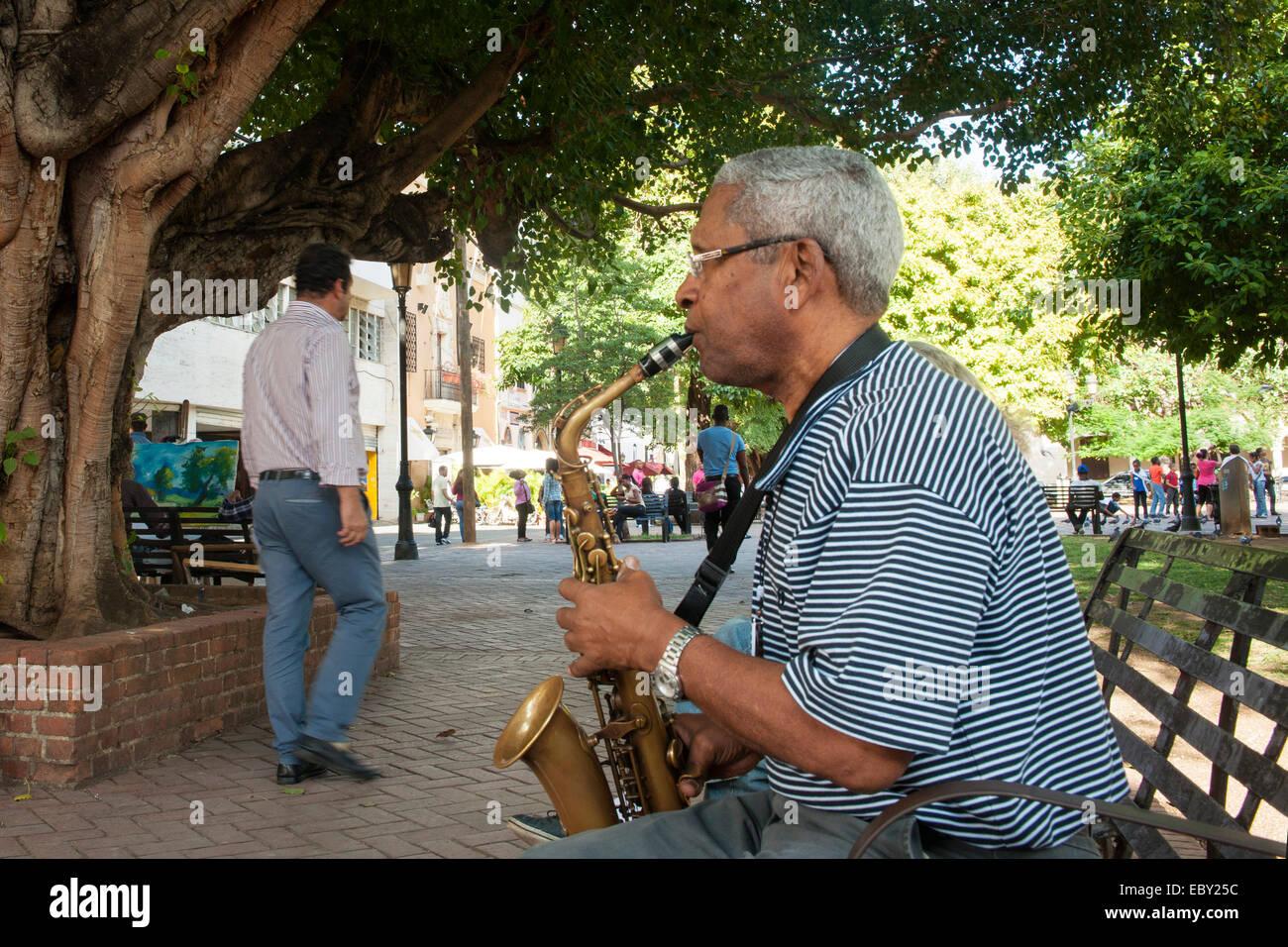 Dominikanische Republik, Santo Domingo, Zona Colonial, Zona Colonial, Parque Colon, Musiker Stockbild