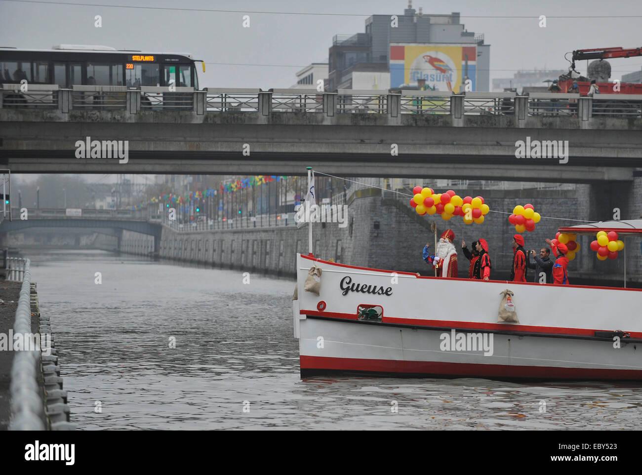 Brüssel. 5. Dezember 2014. Saint-Nicolas (Sinterklaas) und seinen ...