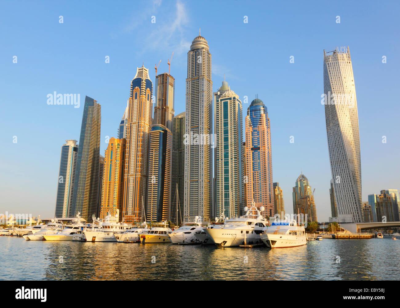 Jachthafen von Dubai waterfront Stockbild
