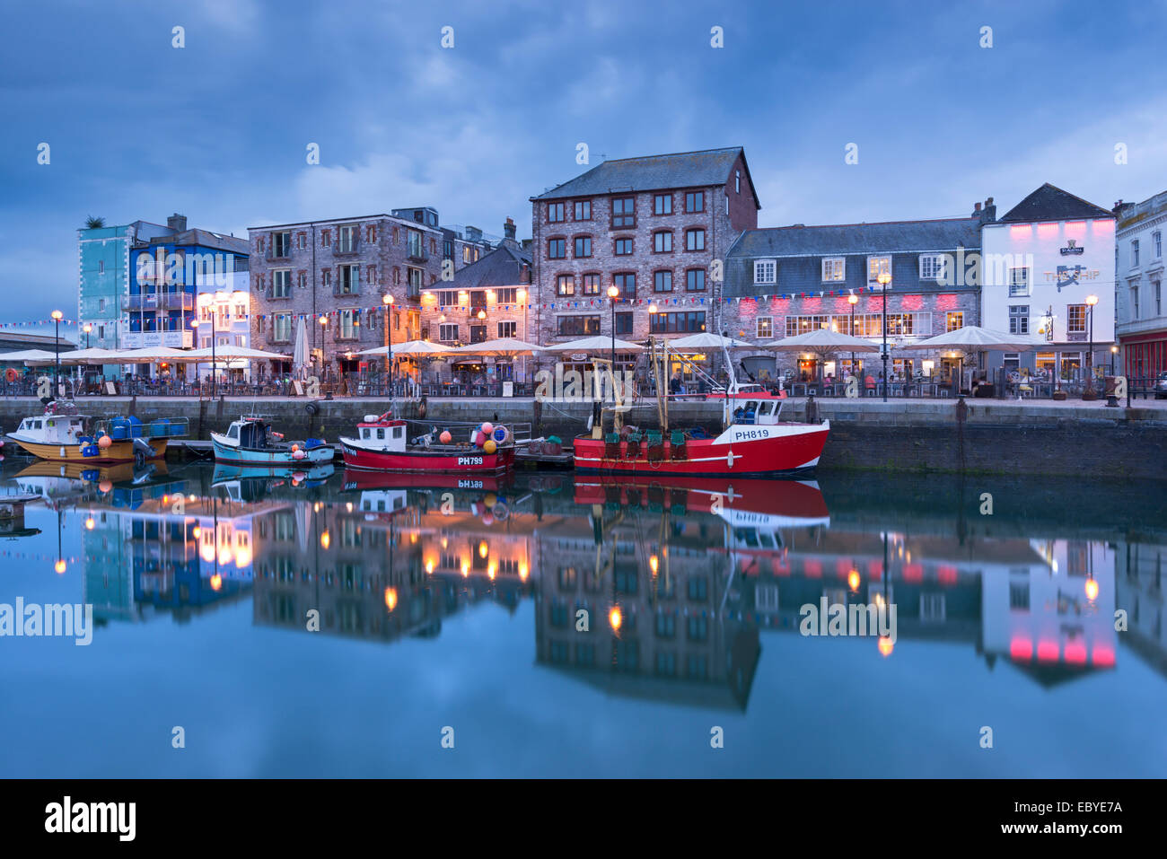 Abend am Barbican, Plymouth, Devon. (Juni) im Sommer 2014. Stockfoto