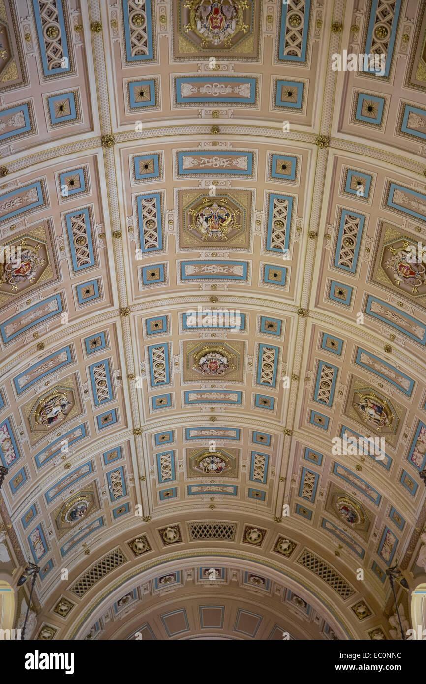 Die dekorative Decke im Inneren St Georges Hall im Stadtzentrum von Liverpool UK Stockbild
