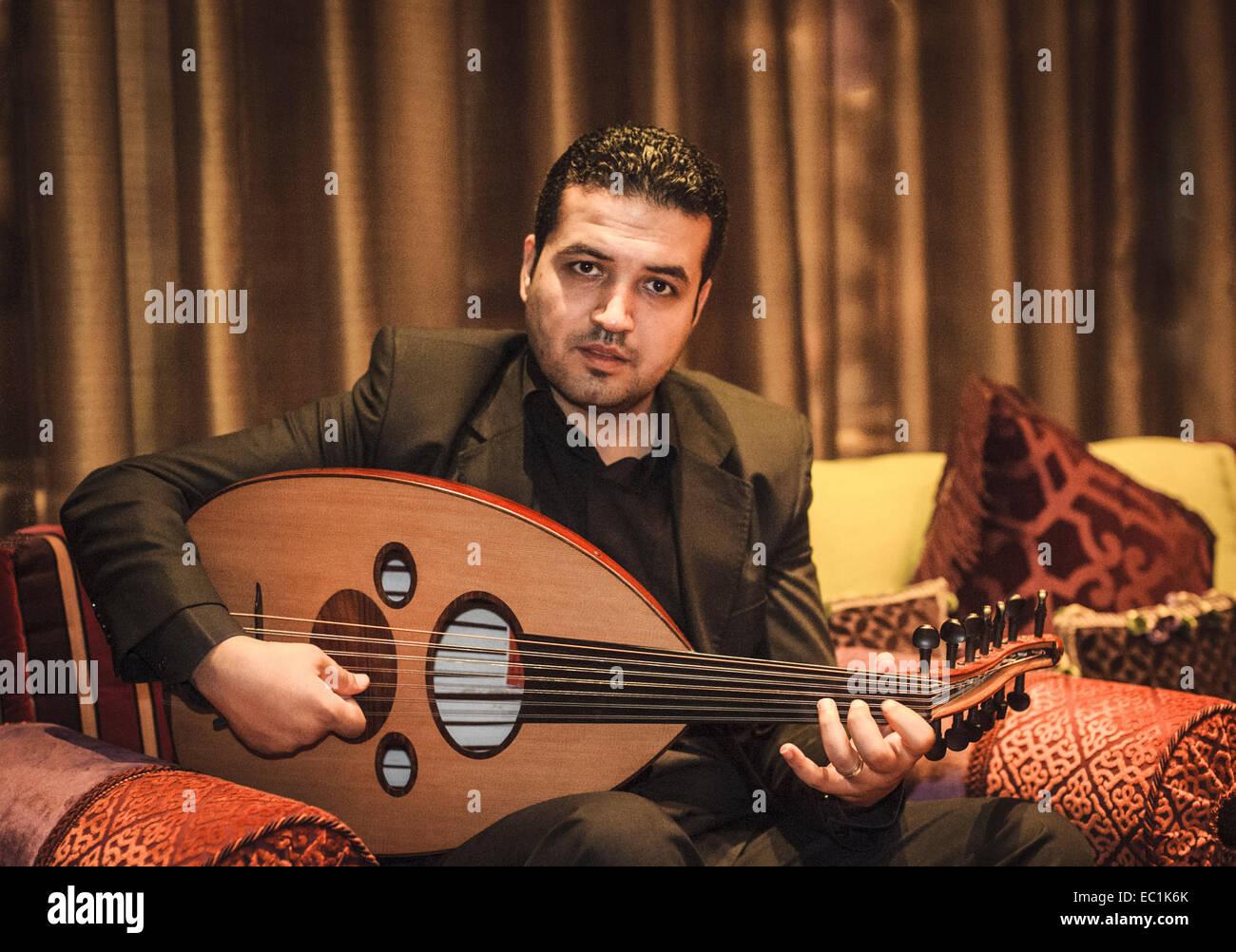 Oud, Arabische Laute spielte im Hotel. 7 + 7 Saiten (7 sympathischen). Gemeinsamen im Nahen Osten, der Vorläufer Stockbild