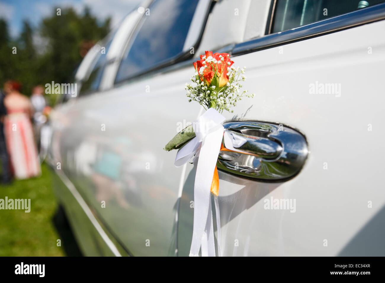 Hochzeitsblumen Am Turgriff Stockfoto Bild 76287087 Alamy