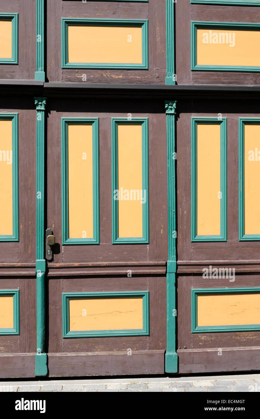 Rahmen Und Fullung Tur In Den Farben Gelb Braun Grun Stockfoto