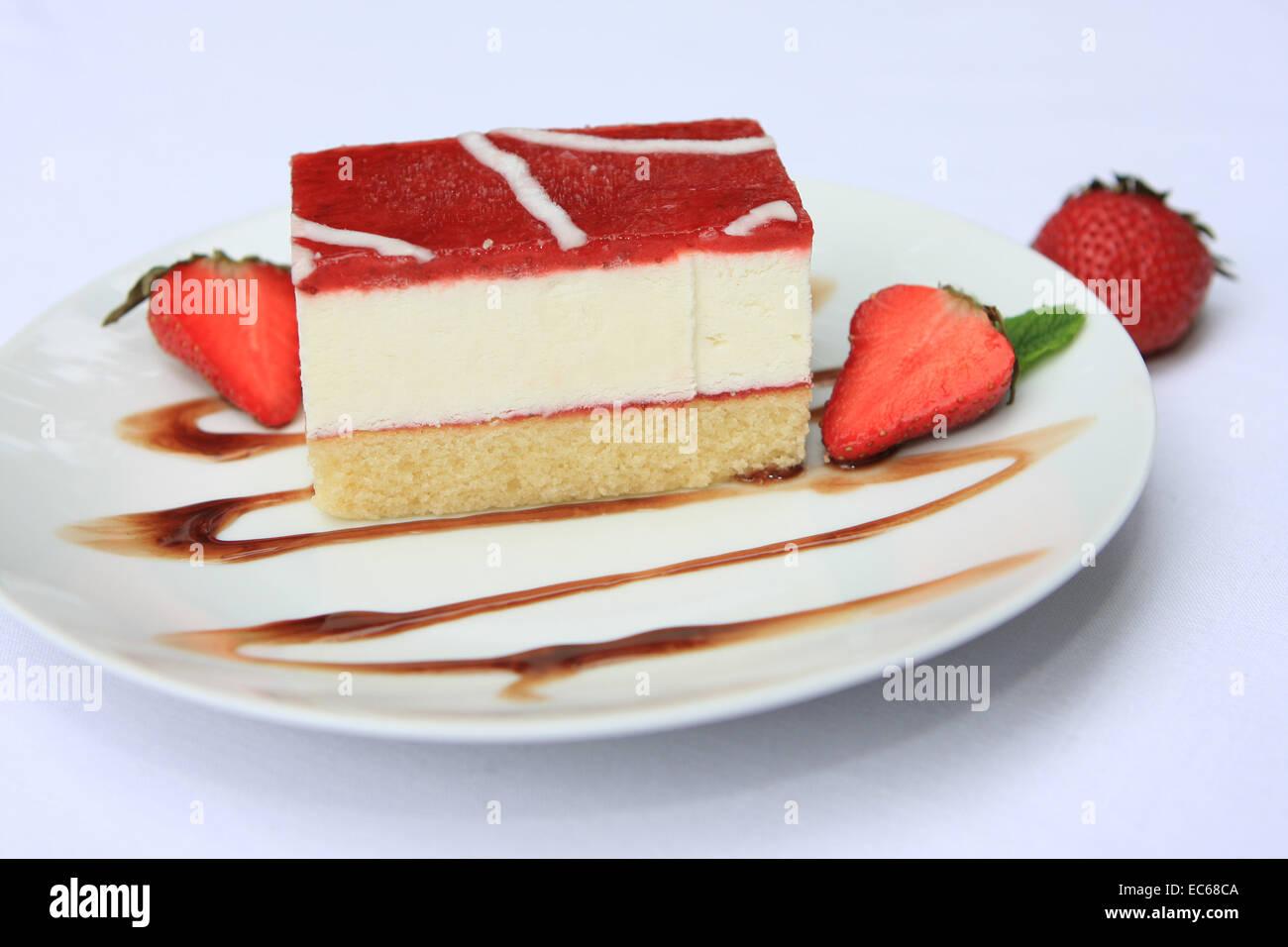 Erdbeer Quark Kuchen Stockfoto Bild 76355674 Alamy