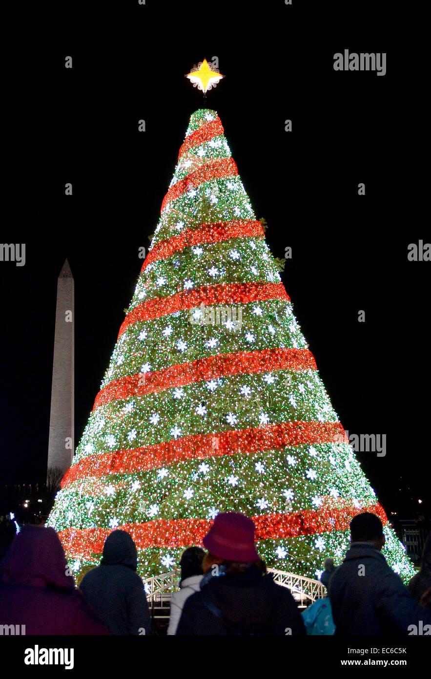 Beste Weihnachtsbaum Leuchtet Weißen Draht Zeitgenössisch - Die ...