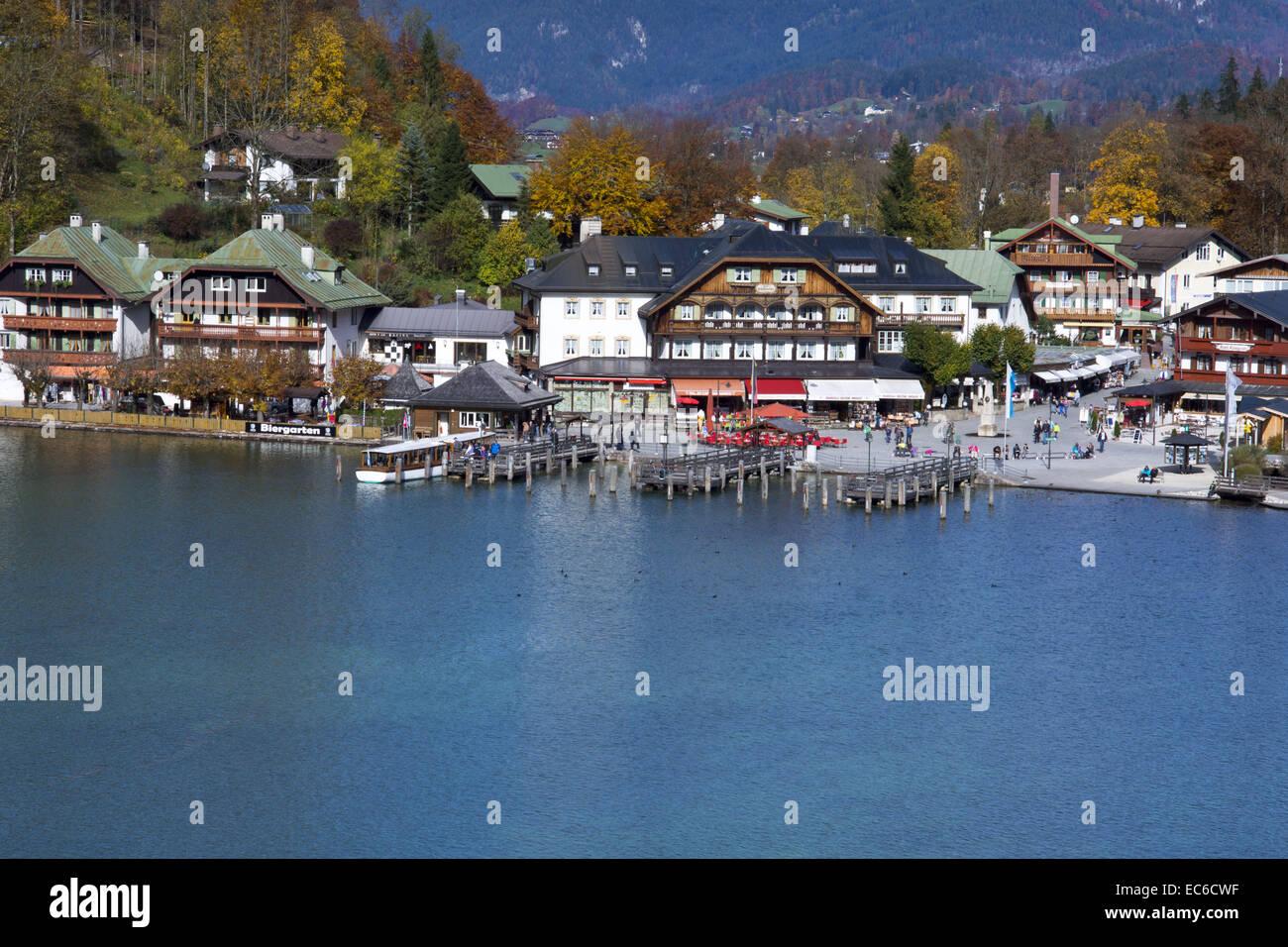Lake Königssee mit der Stadt Schönau bin Königssee