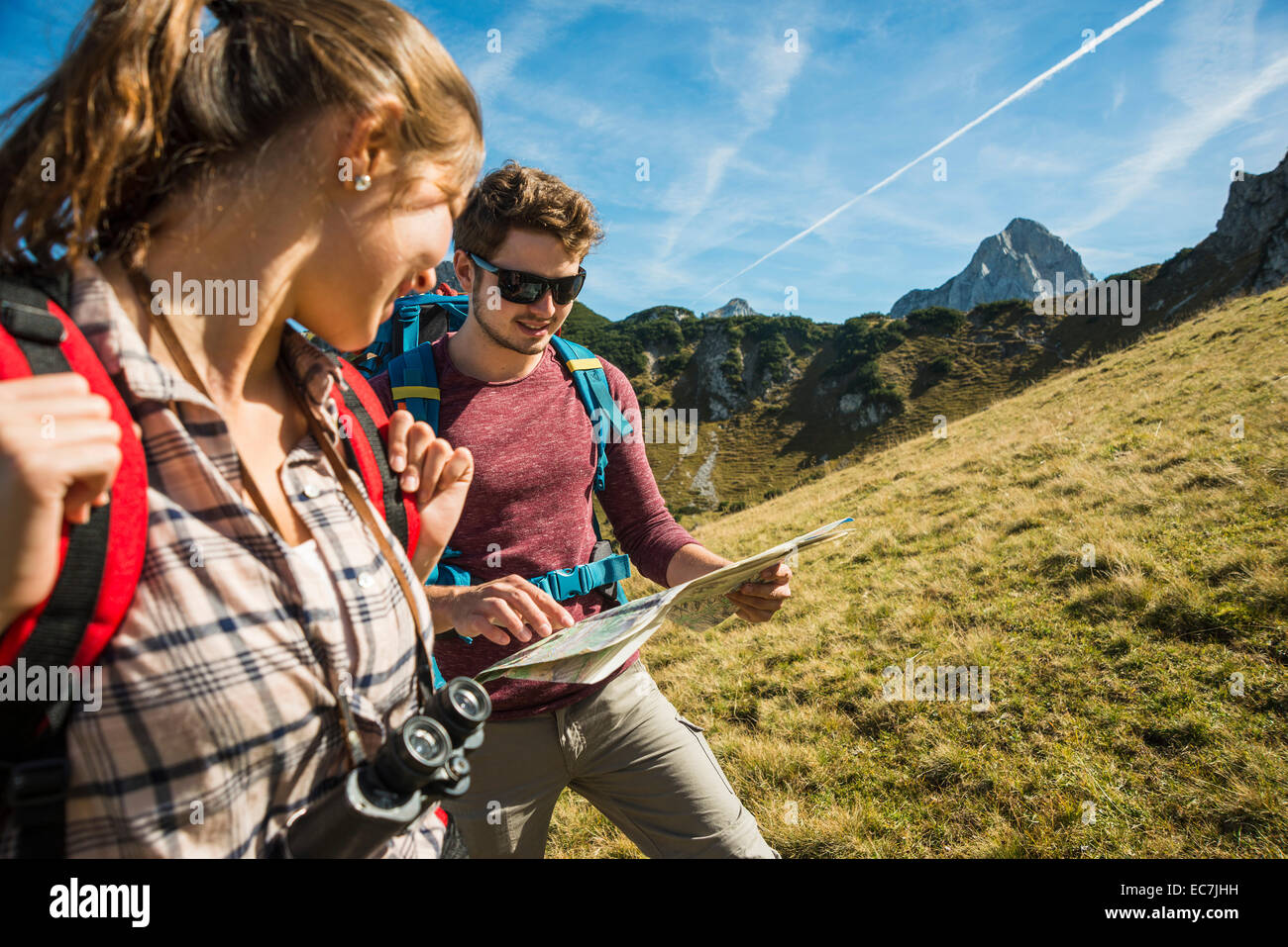 Tannheimer Tal Karte.Osterreich Tirol Tannheimer Tal Junge Wanderer Auf Der