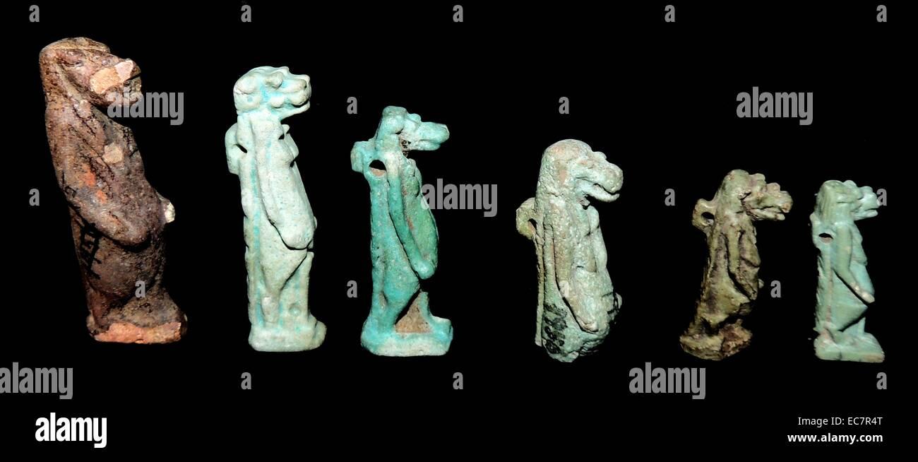 Alte ägyptische Figuren der Götter Stockbild
