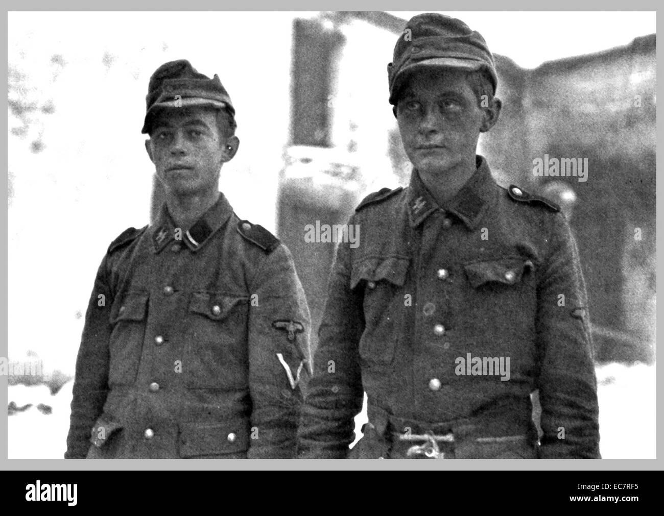 Gefangenen Soldaten aus der 12. SS-Panzer-Division von der Hitlerjugend Stockbild