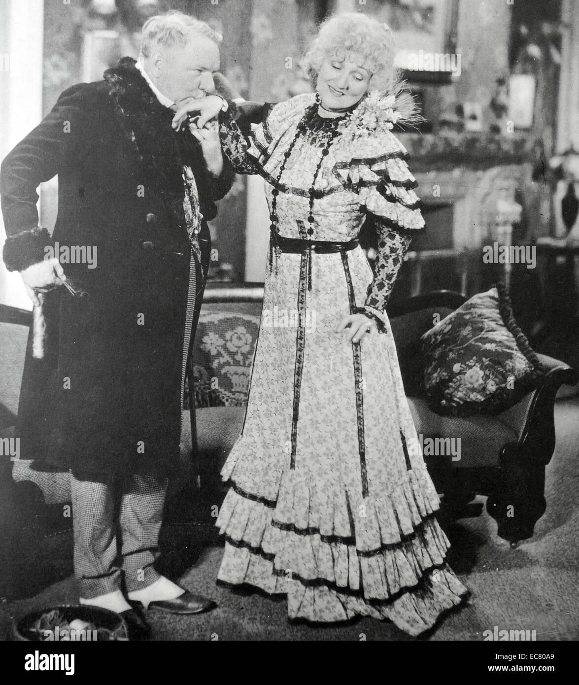 """""""Die altmodische Weise"""", 1934.  Höfische Liebe-machen zu einem unschönen Dame war eine WC Fields Stockbild"""